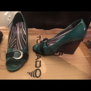 Patent green wedges